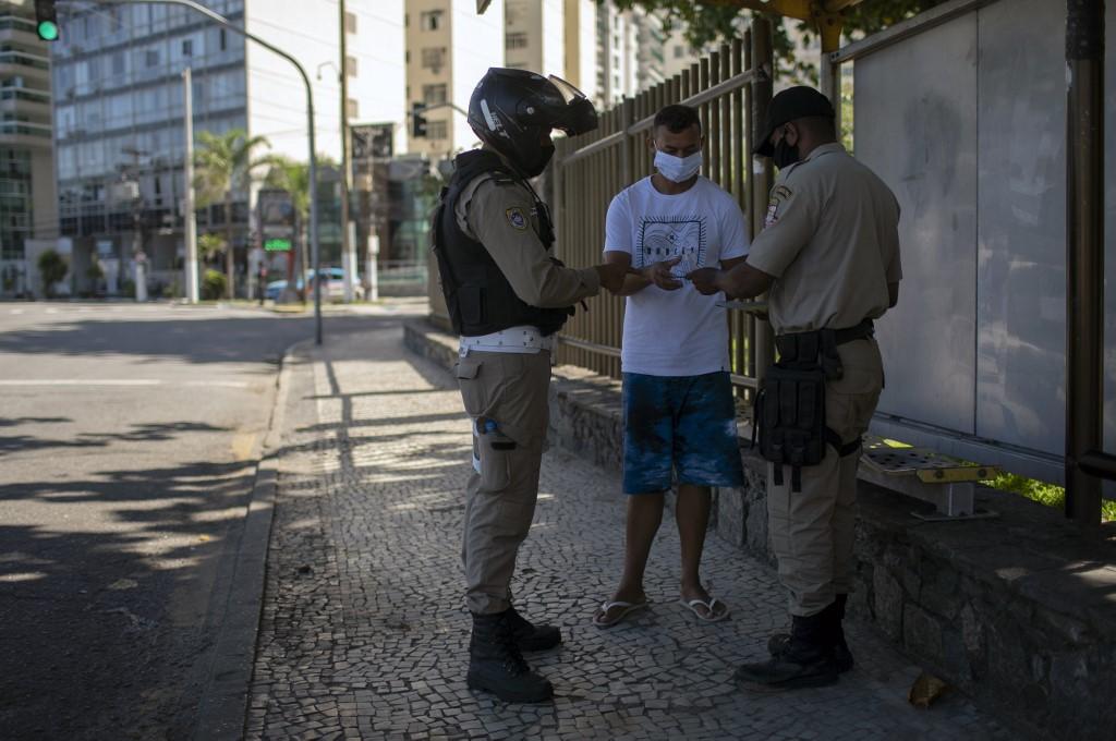 Homem é abordado por não respeitar regras de isolamento no Rio
