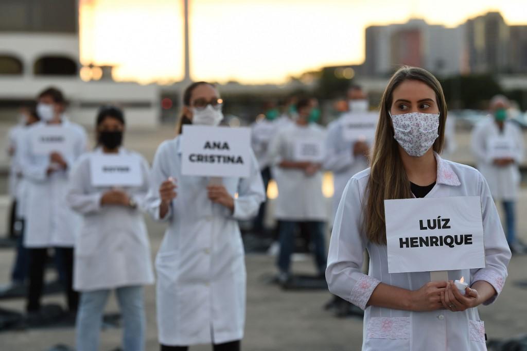 Profissionais de saúde protestam em Brasília