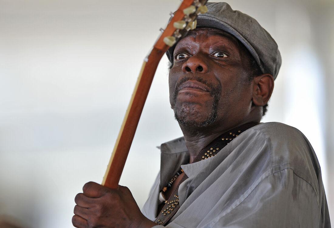 Lucky é considerado uma das lendas do blues contemporâneo