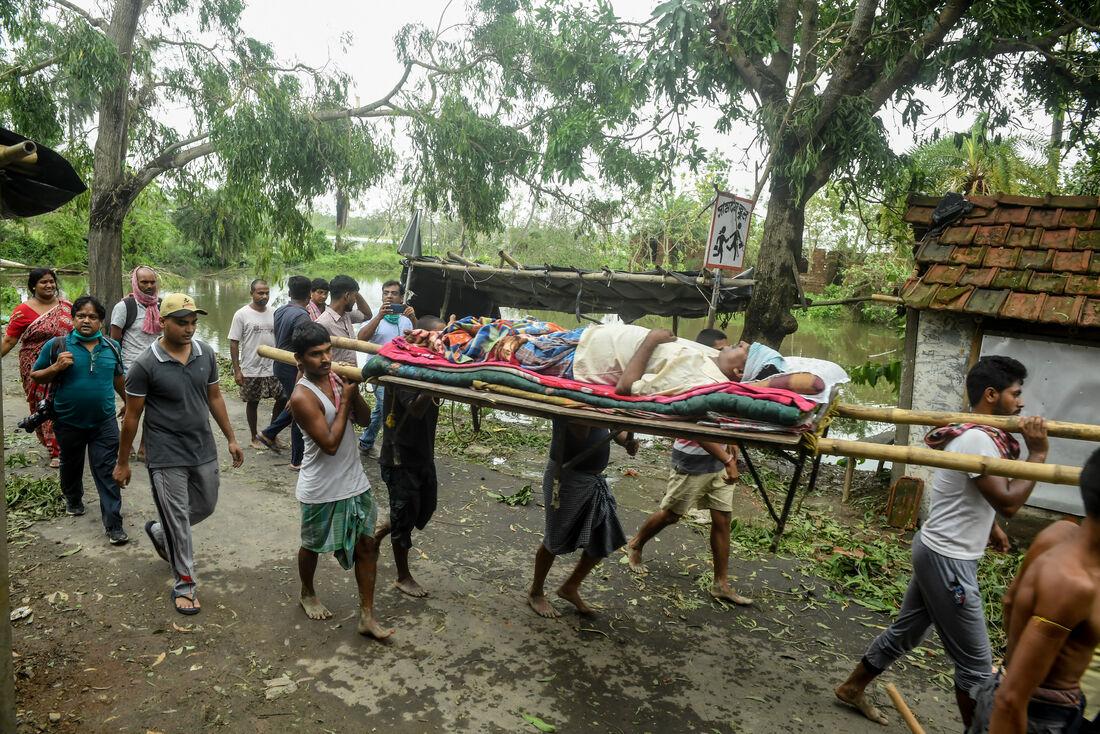 Ciclone Amphan causa estragos na índia e em Bangladesh
