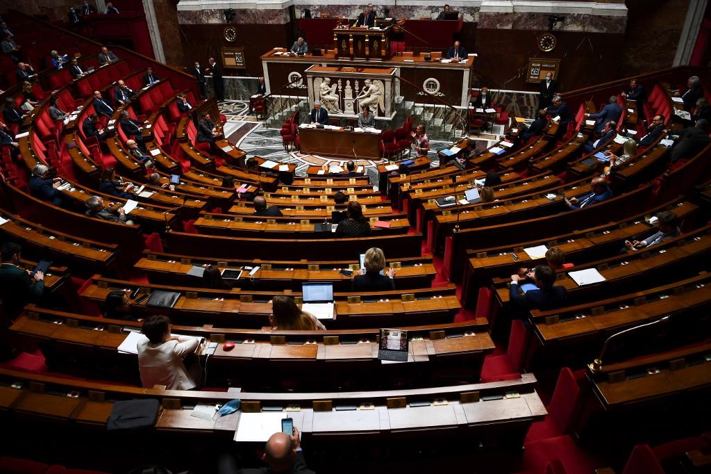 Parlamento francês em sessão nesta terça-feira (25)