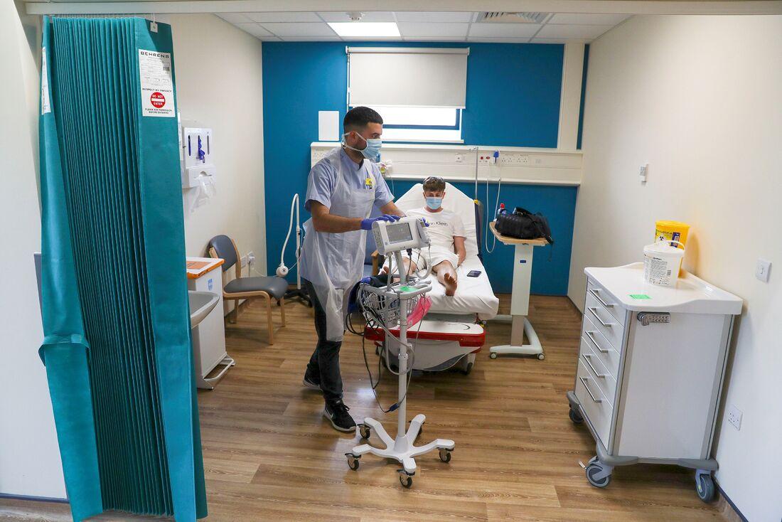Mortes por coronavírus no Reino Unido disparam