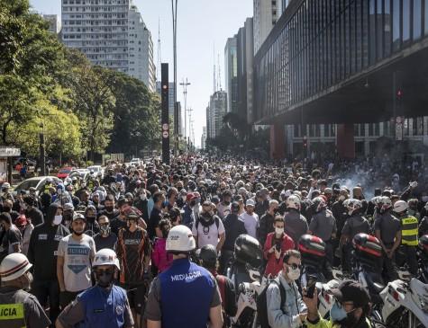 Manifestações, que começaram pacíficas, acabaram em confronto com a Polícia Militar em São Paulo