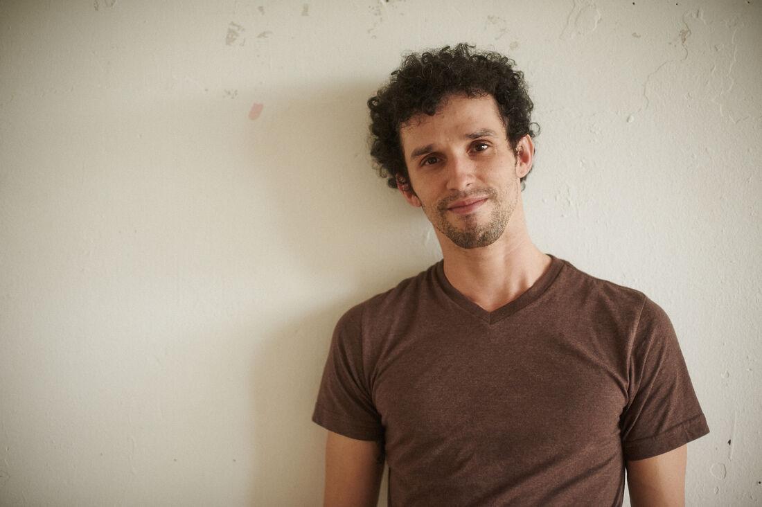 Renato Cruz é um dos instrutores de dança para crianças