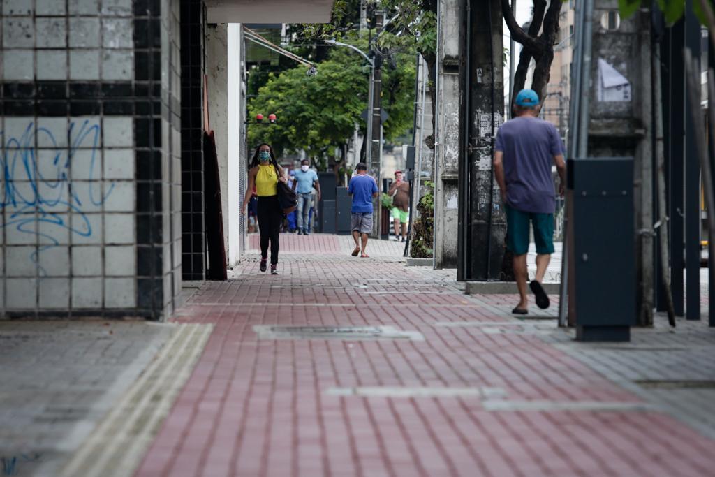 Ruas e avenidas vazias no Centro do Recife