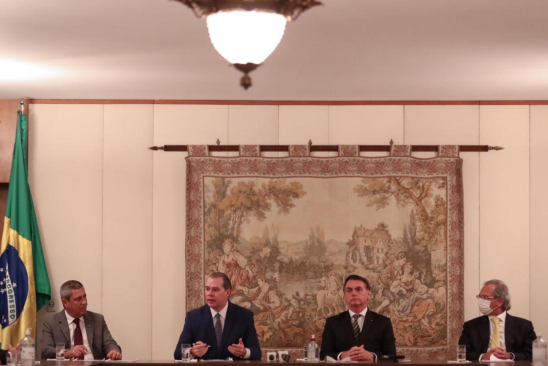 Bolsonaro em Reunião sobre o novo coronavirus