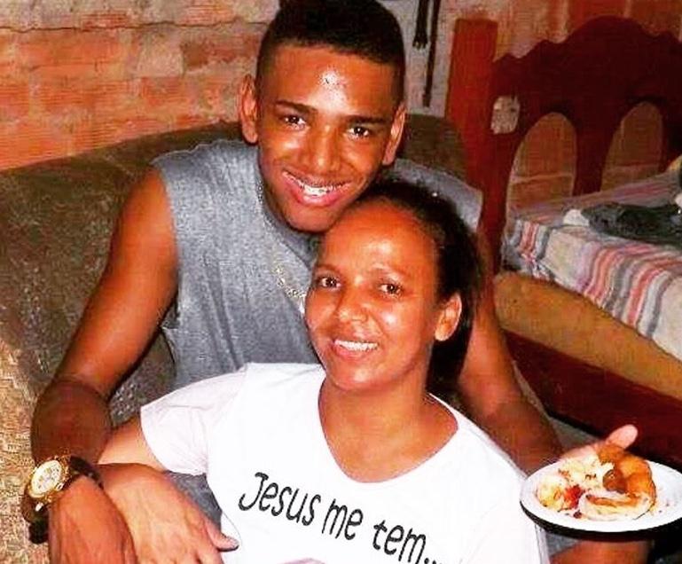 Nego do Borel em foto com a sua mãe