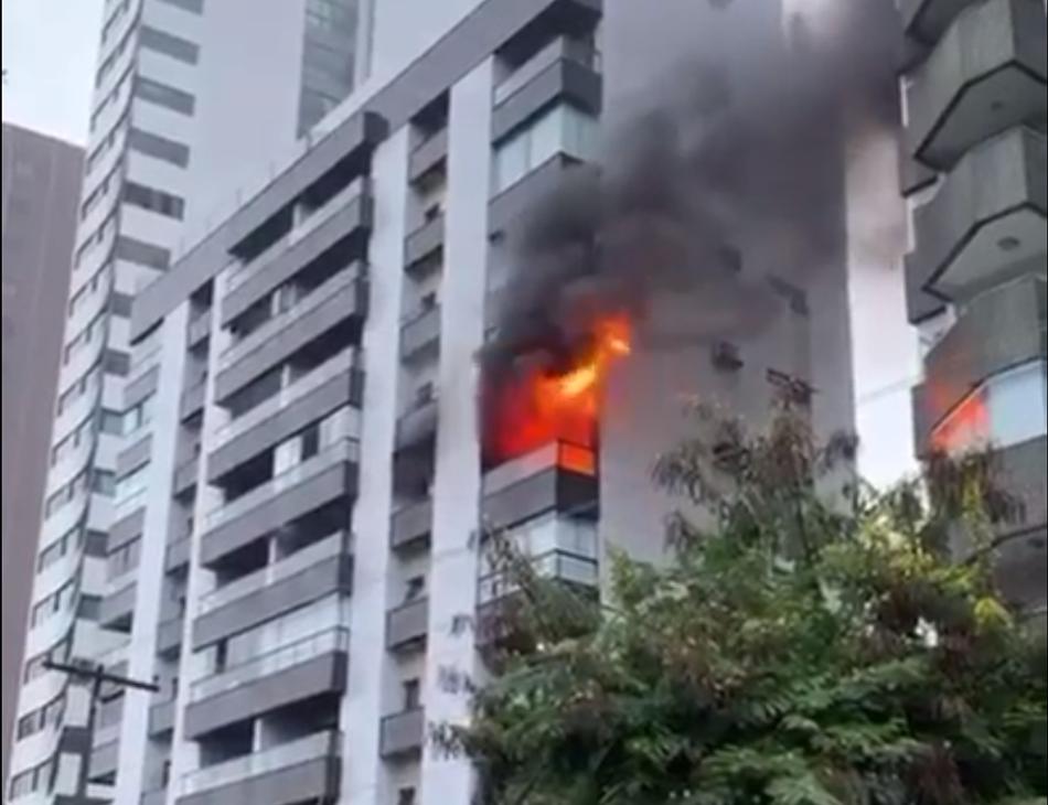 Fogo se concentrou em dois quartos do apartamento