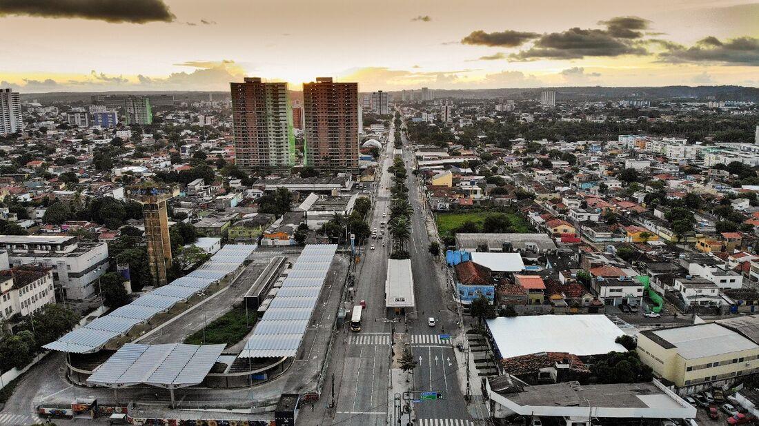 Avenida Caxangá, na Zona Oeste do Recife, em um dia de quarentena