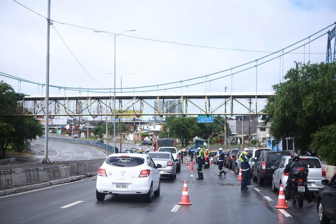 Bloqueio realizado na ponte Joana Bezerra, sentido Boa Viagem