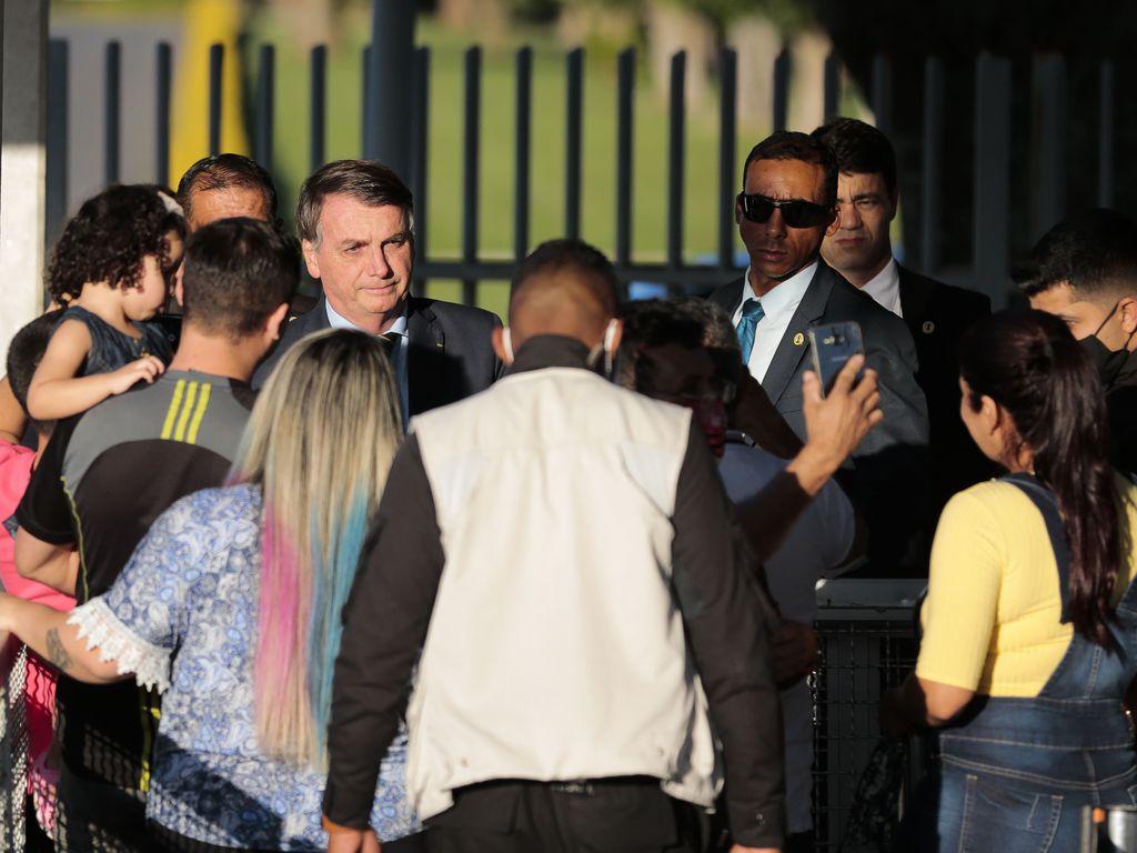 Bolsonaro provoca aglomeração