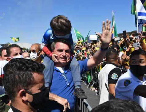 Criança com Bolsonaro em ato em Brasília contra STF e Congresso