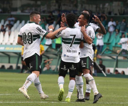 Estado do Paraná autoriza volta aos treinos