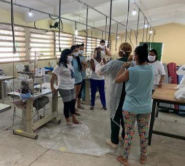 Detentas da Colônia Feminina de Abreu e Lima confeccionam jalecos