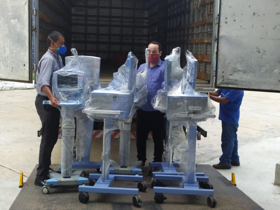 SENAI-PE entrega respiradores para a rede pública de saúde do Estado