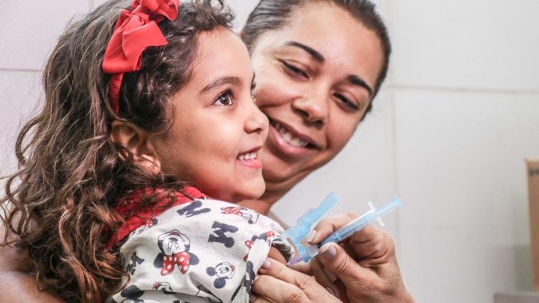 Vacinação contra gripe em criança