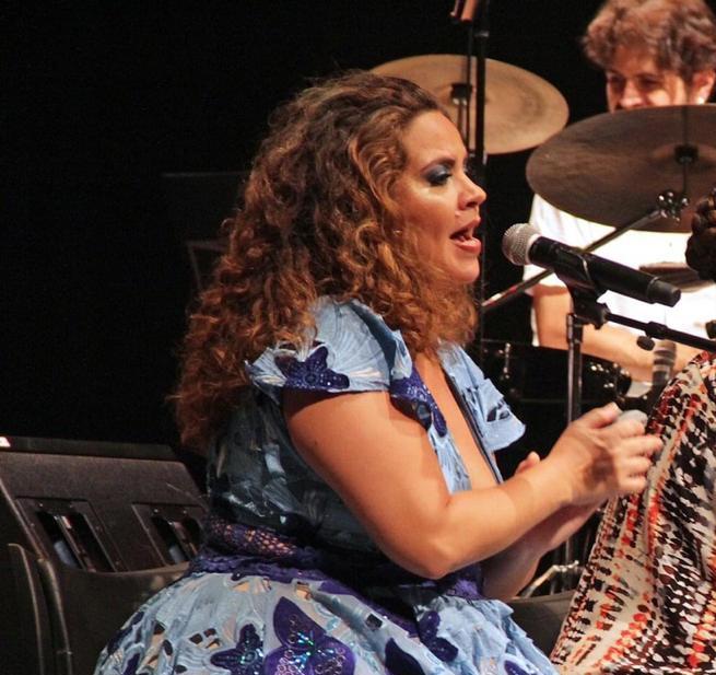 Karynna Spinelli comanda o Clube do Samba em live, nesta sexta-feira