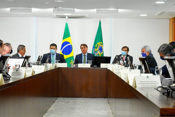 Jair Bolsonaro se reúne com lideranças políticas para tratar do combate à Covid-19