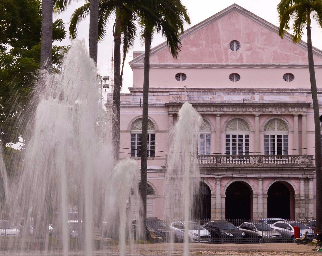 Teatro de Santa Isabel completa nesta segunda (18), 170 anos