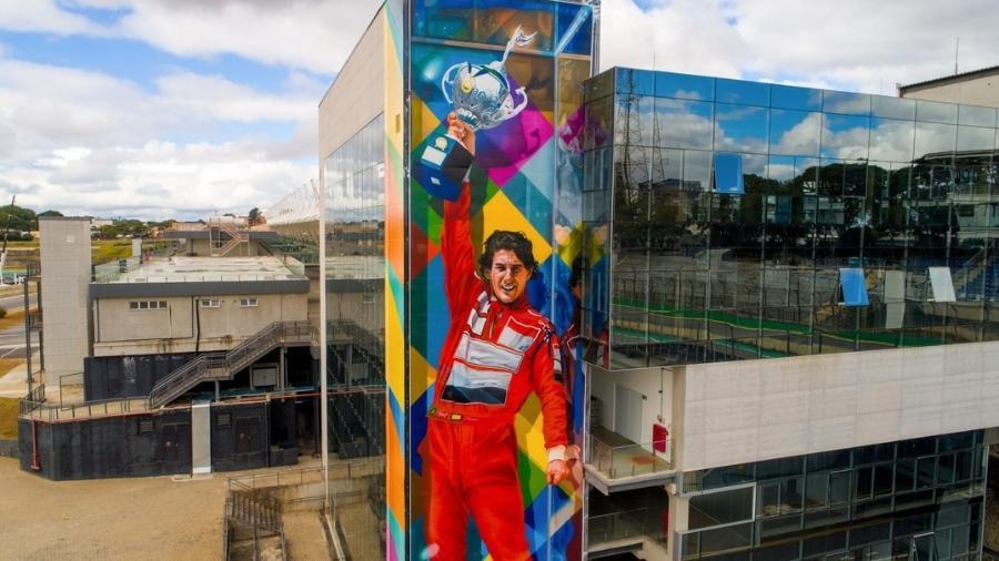 O espaço para o mural foi cedido pela Secretaria Municipal de Turismo, responsável pela gestão do local