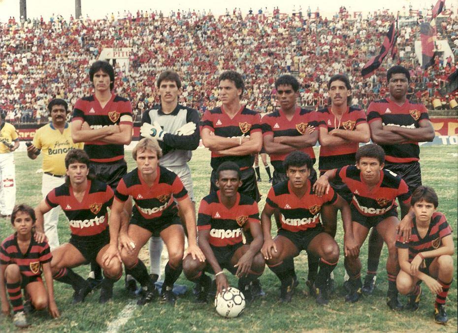 Em pé, da esquerda para a direita: Marco Antonio, Flávio, Estevam Soares, Betão, Rogério e Zé Carlos Macaé. Agachados: Robertinho, Ribamar, Nando, Zico e Neco