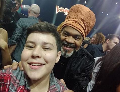 Tuca Almeida e Carlinhos Brown, no The Voice Kids de 2018