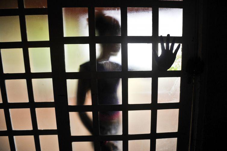Violência contra crianças aumentou com confinamento, diz Ong