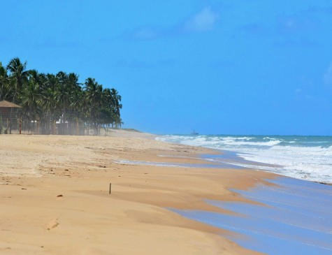 Praia de Boa Viagem, no Recife, completamente vazia em virtude do isolamento social