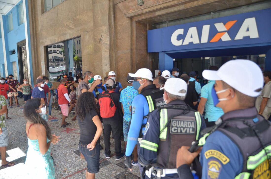 Prefeitura do Recife participou de ação para organização e higienização em oito agências da Caixa