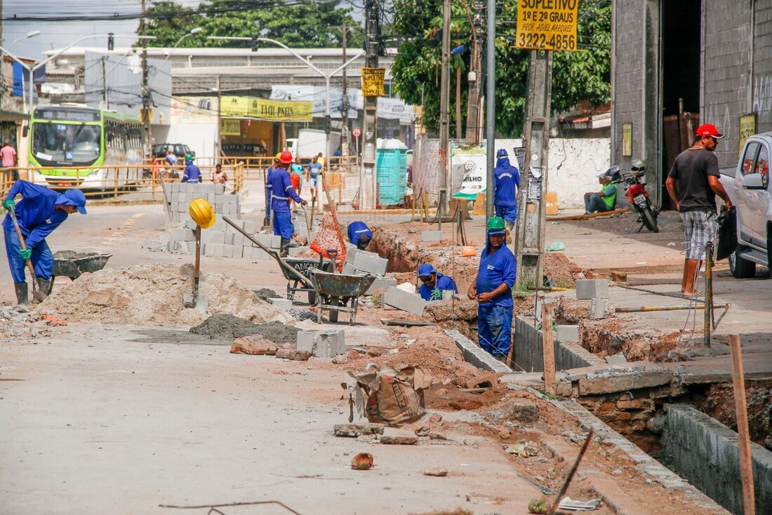 Obras na Av. Presidente Kenedy, em Olinda