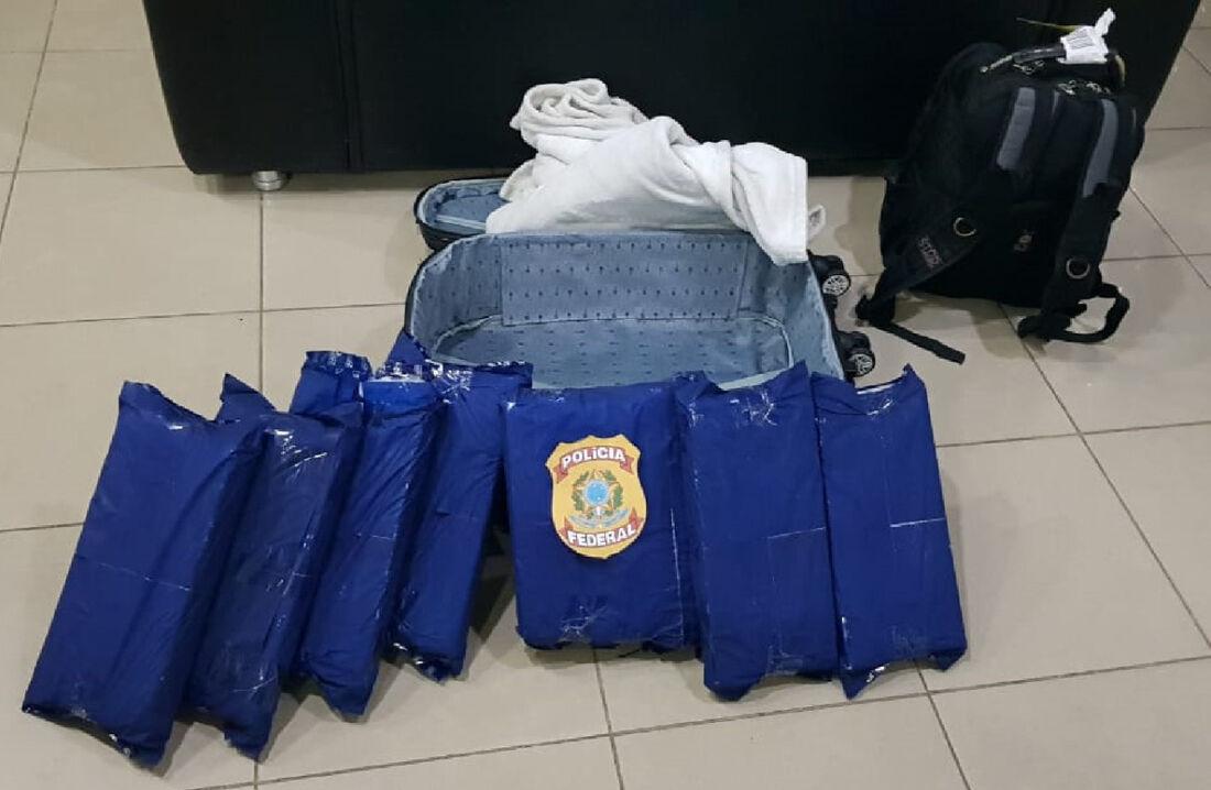 A droga foi encontratada na mala da passageira