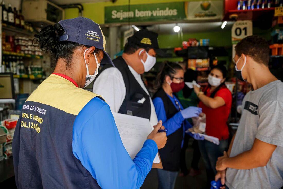 Prefeitura do Recife autuando lojas da cidade em época de quarentena rígida