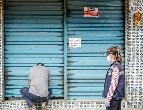 Lojas que não operam serviços essenciais são obrigadas a fechar na quarentena