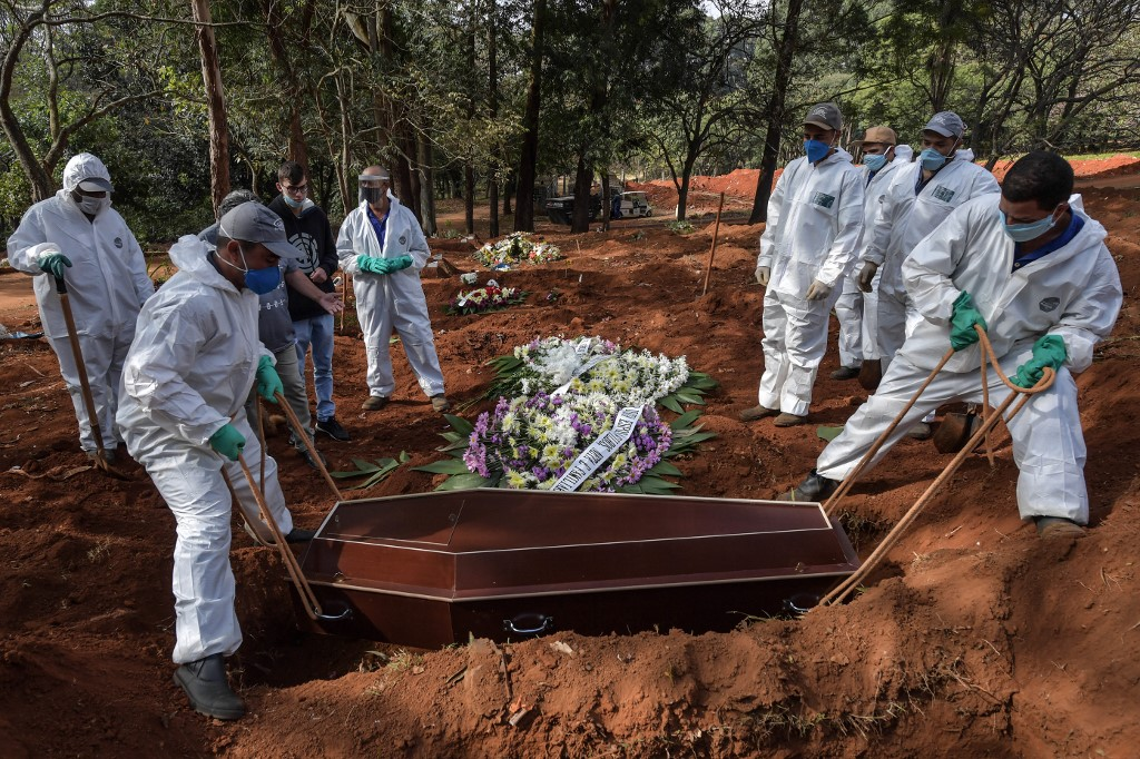 Número de sepultamentos no Brasil aumentou nos últimos meses