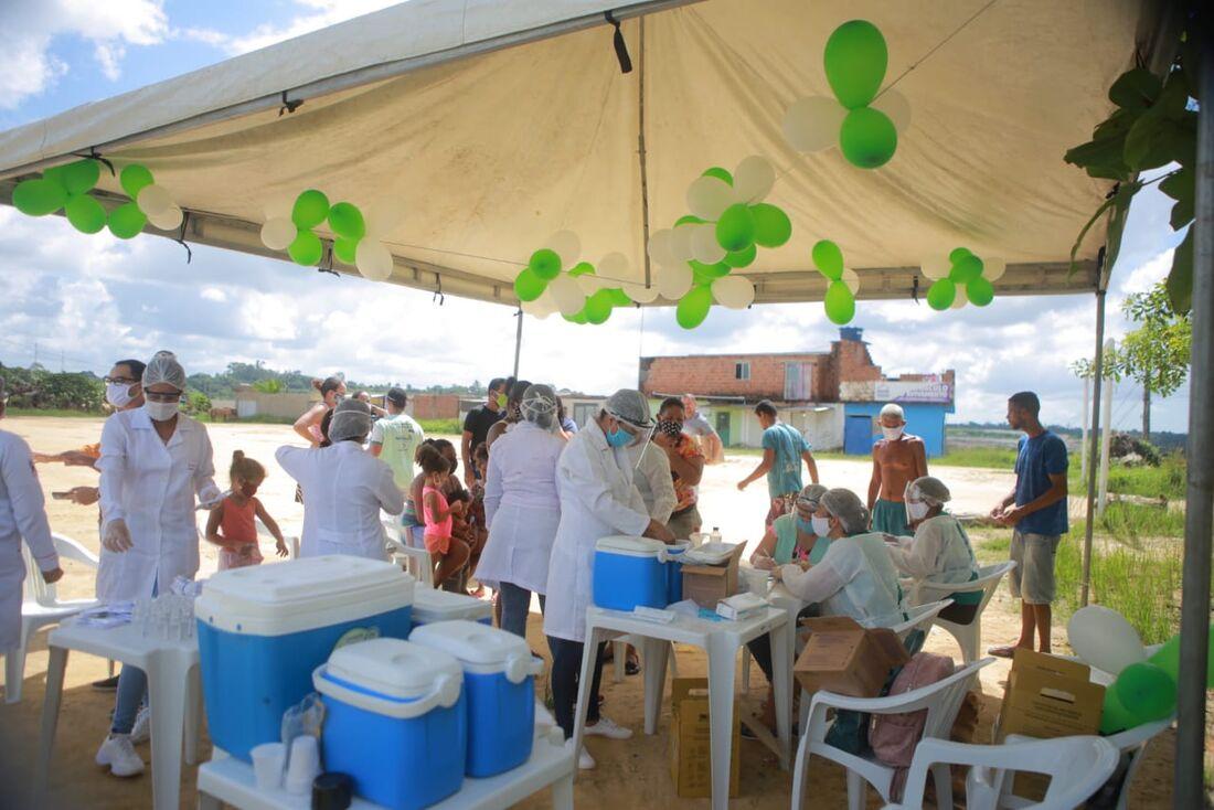 Campanha de vacinação contra a gripe, para moradores da comunidade Bondade de Deus, em Camaragibe