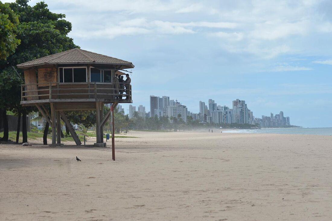 Praias vazias na quarentena em Pernambuco