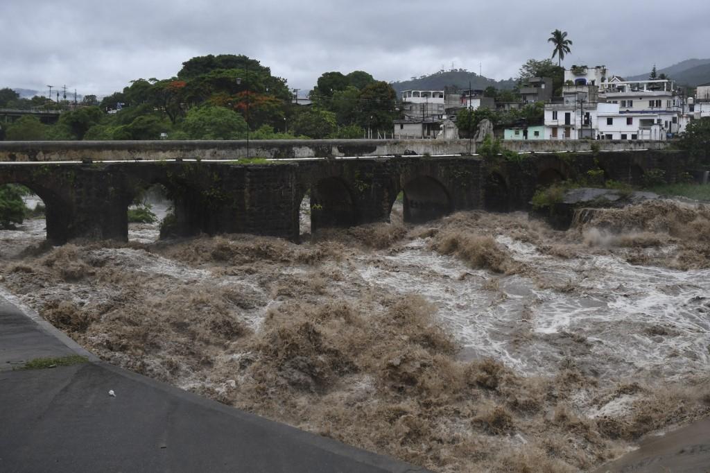 Inundação provocada pela tempestade Amanda, na Guatemala