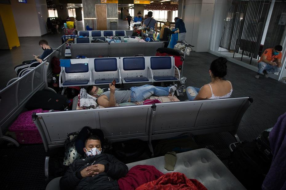 Colombianos no aeroporto de Guarulhos