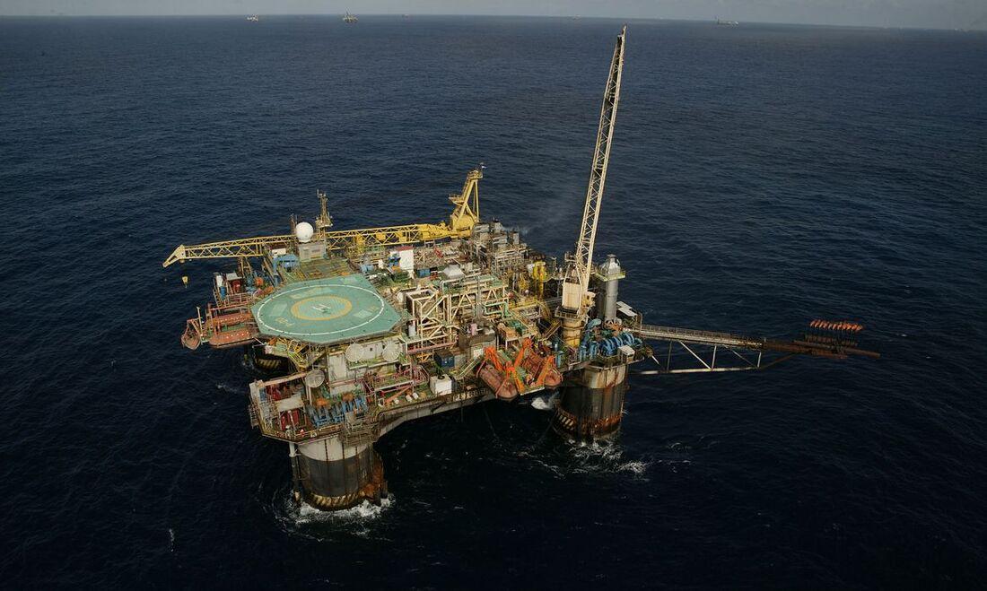 Plataforma semi-submersivel da Petrobrás