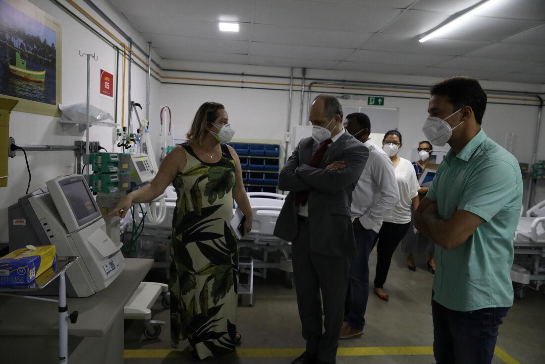 Presidente do Tribunal de Contas do Estado de Pernambuco (TCE-PE), conselheiro Dirceu Rodolfo, visita hospital de campanha em Jaboatão dos Guararapes