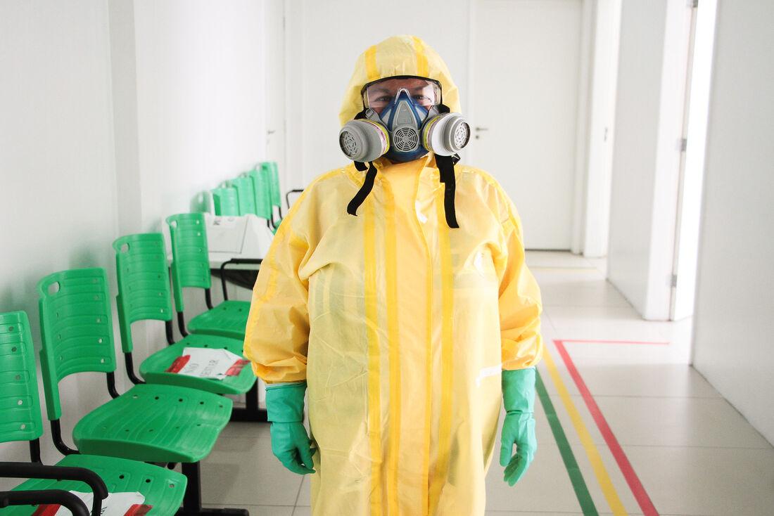 Profissional de saúde de Caruaru com equipamentos de proteção contra Covid-19