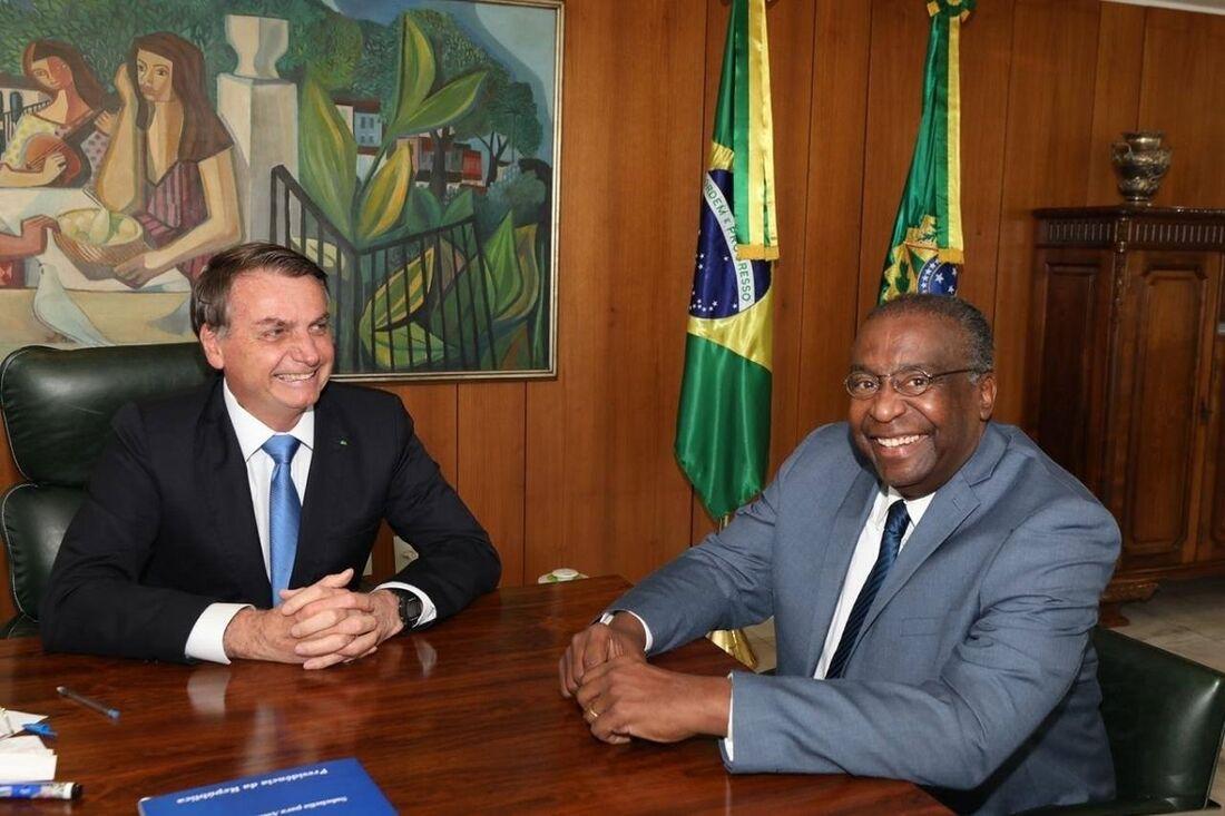 Presidente Jair Bolsonaro e o novo ministro da Educação, o professor Carlos Alberto Decotelli da Silva