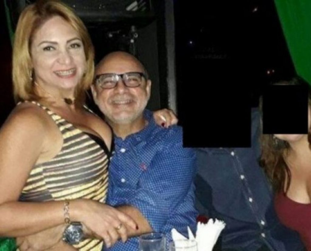 Esposa de Queiroz ao lado do marido