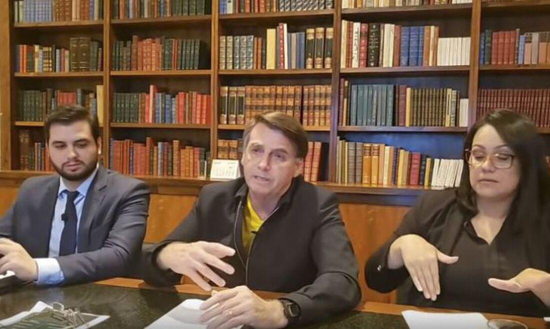 Bolsonaro em live realizada nesta quinta (4)