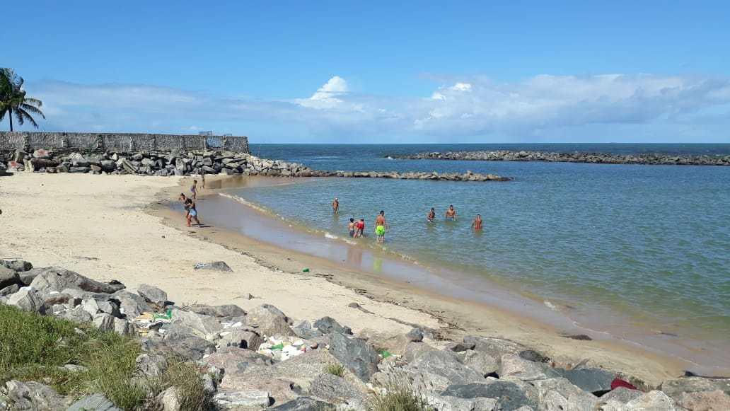 Maioria dos que estavam tomando banho na praia eram crianças e adolescentes