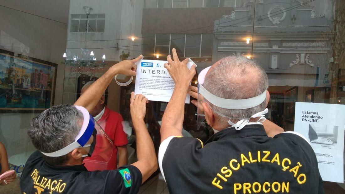 Equipes fiscalizam cumprimento das medidas sanitárias impostas pelo Estado
