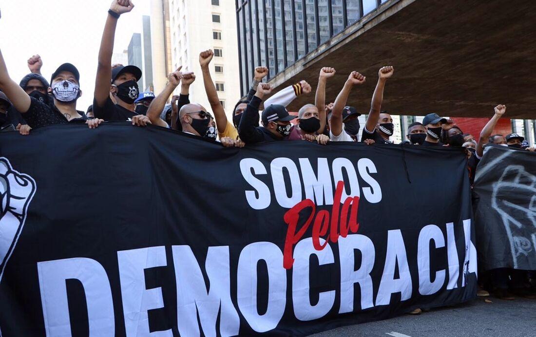 Movimentos liderados por organizadas ampliam tensão política