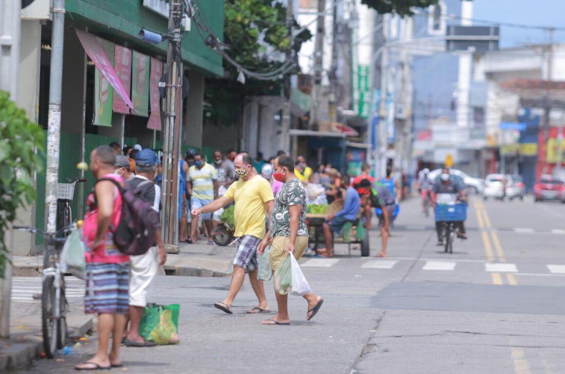 Movimentação no bairro de Afogados, no Recife