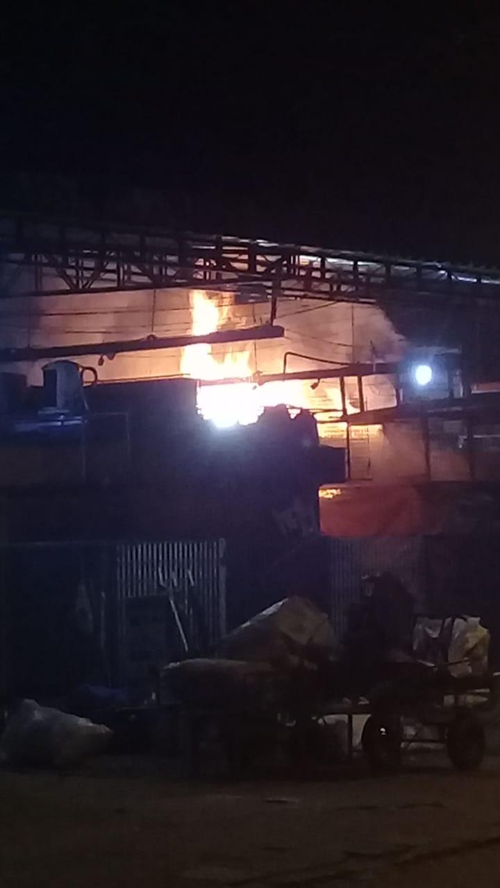 Incêndio atinge o Mercado das Mngueiras