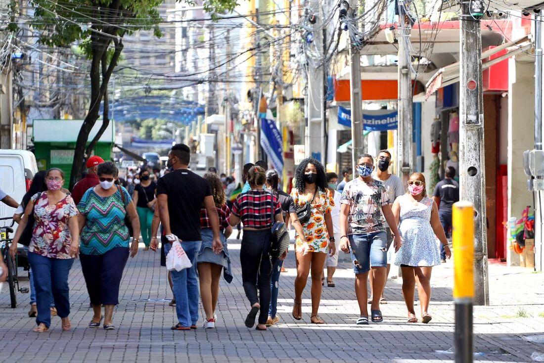 Movimentação no Centro do Recife. Na foto, Rua da Imperatriz.